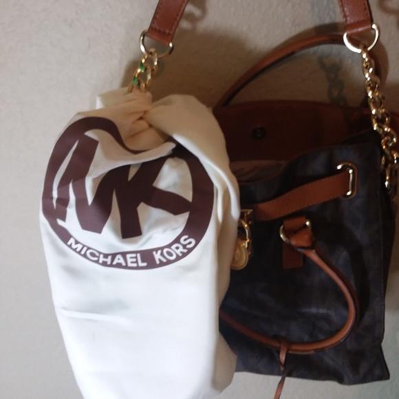 Michael Kors Handbags - Michael Kors Hamilton Traveler's Satchel w/Wallet